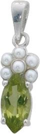 Silberanhänger. Anhänger aus echtem Silber Sterlingsilber 925/- besetzt mit funkelnden Blautopas und einer weißen synth. Perle. Der Anhänger ist rhodiniert und hochglanzpoliert und geeignet für Ketten bis zu einer Stärke von 5 mm. Maße ca. 5×25 mm. Ein tr